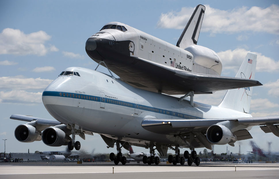 Shuttle Enterprise arriving at JFK (big photos) / Boing Boing