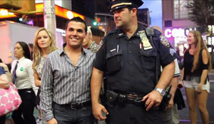 VIDEO: Man pranks Times Square crowds by posing as a fake ...