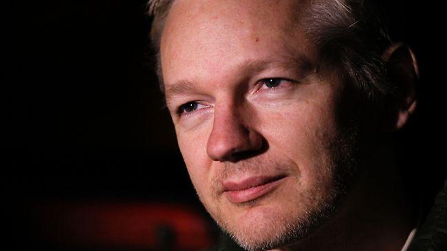 Report: Julian Assange will model on catwalk during London ...