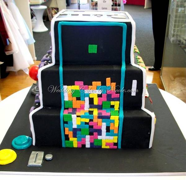 Wedding Cake Games: Ne Plus Ultra Of Retrogamer Wedding Cakes
