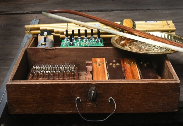 Electronic Musical Instruments : Peter quot sleazy christopherson s diy musical instruments