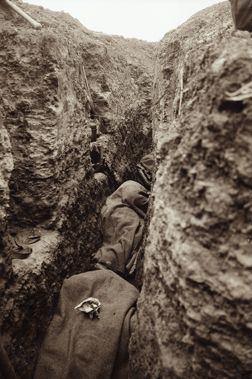 ww1 trenches In world war i, many soldiers were forced to fight in trenches, with horrible conditions such as mud, water, blood, gore, rats, artillery, and more.
