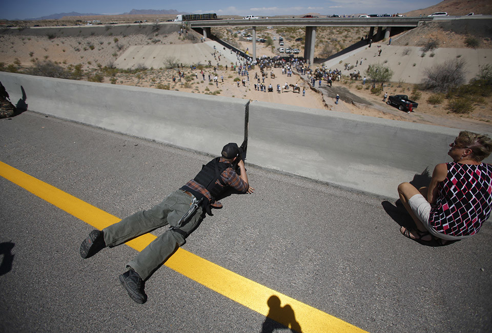 The most mindblowing photograph to emerge from the Nevada BLM/white militia standoff