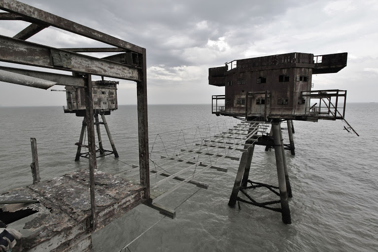 Photos of rotting WWII sea-forts