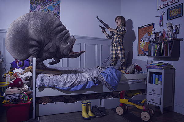 'Terreurs,' Laure Fauvel's photo series of kids fighting scary monsters