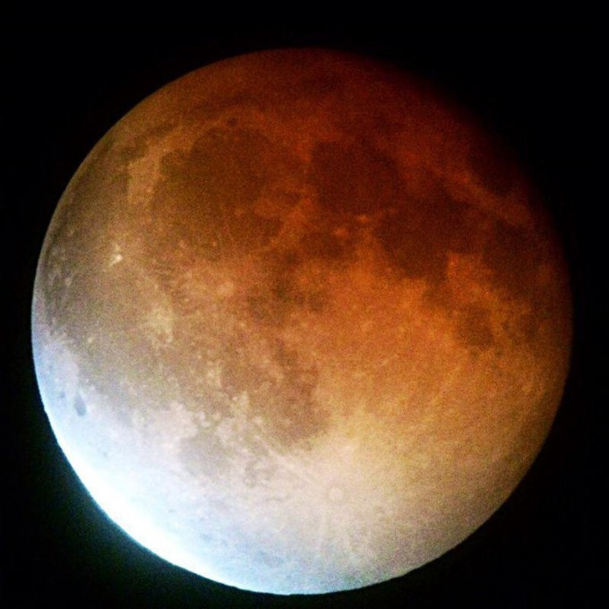 Blood moon during the total lunar eclipse in April 2014. Dominic Milan / NASA.