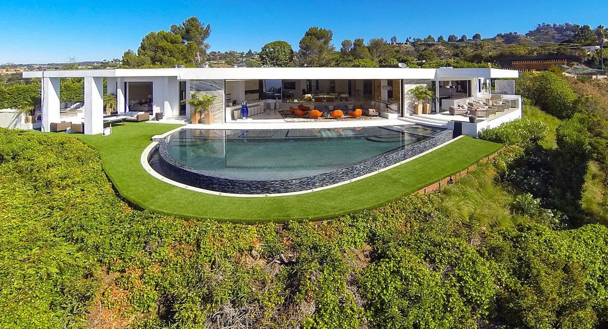 Minecraft Creator Buys 70 Million House In Beverly Hills