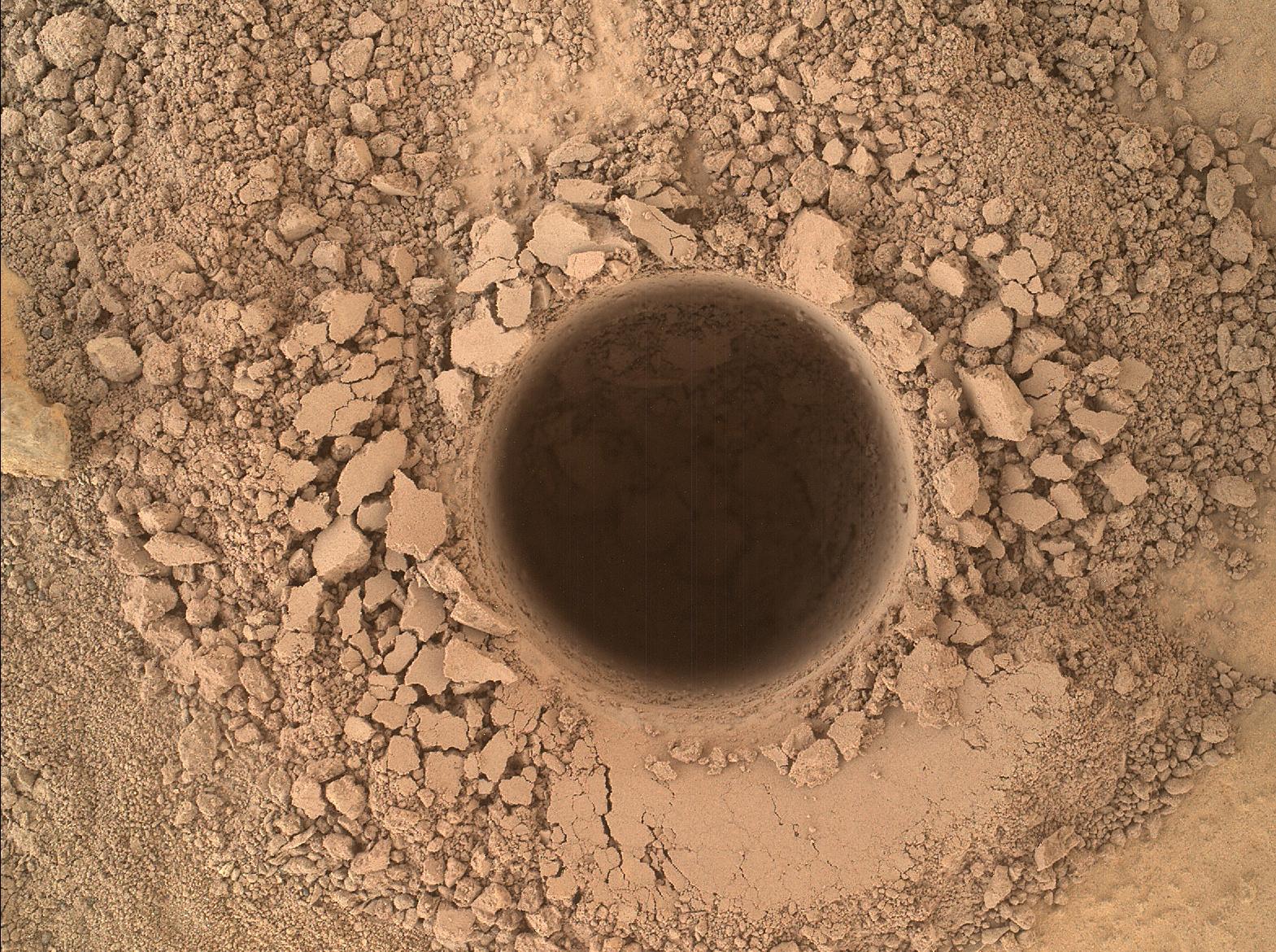 mars-curiosity-rover-drill-hole-mahli-sol759-pia18609-full