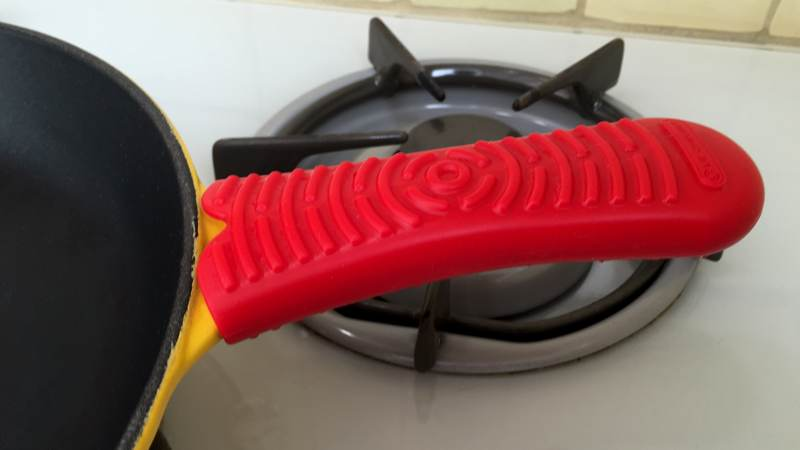 Silicone Frying Pan Handle Sleeve Prevents Blisters