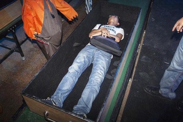 Amusement park ride simulates death