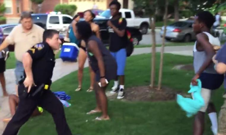 Out-of-control Texas cop pulls gun on children