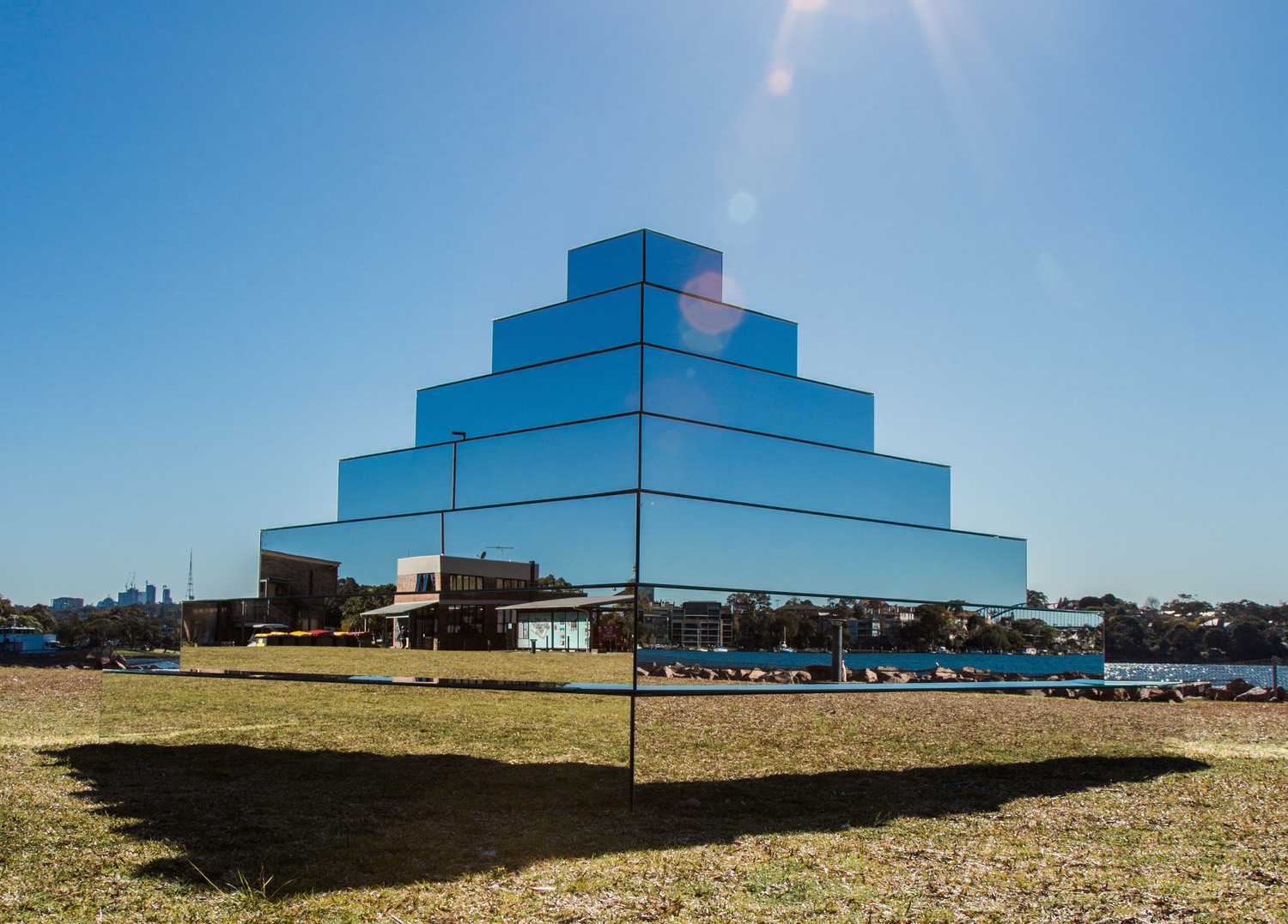 Mirrored-Ziggurat-by-Shirin-Abedinirad-2