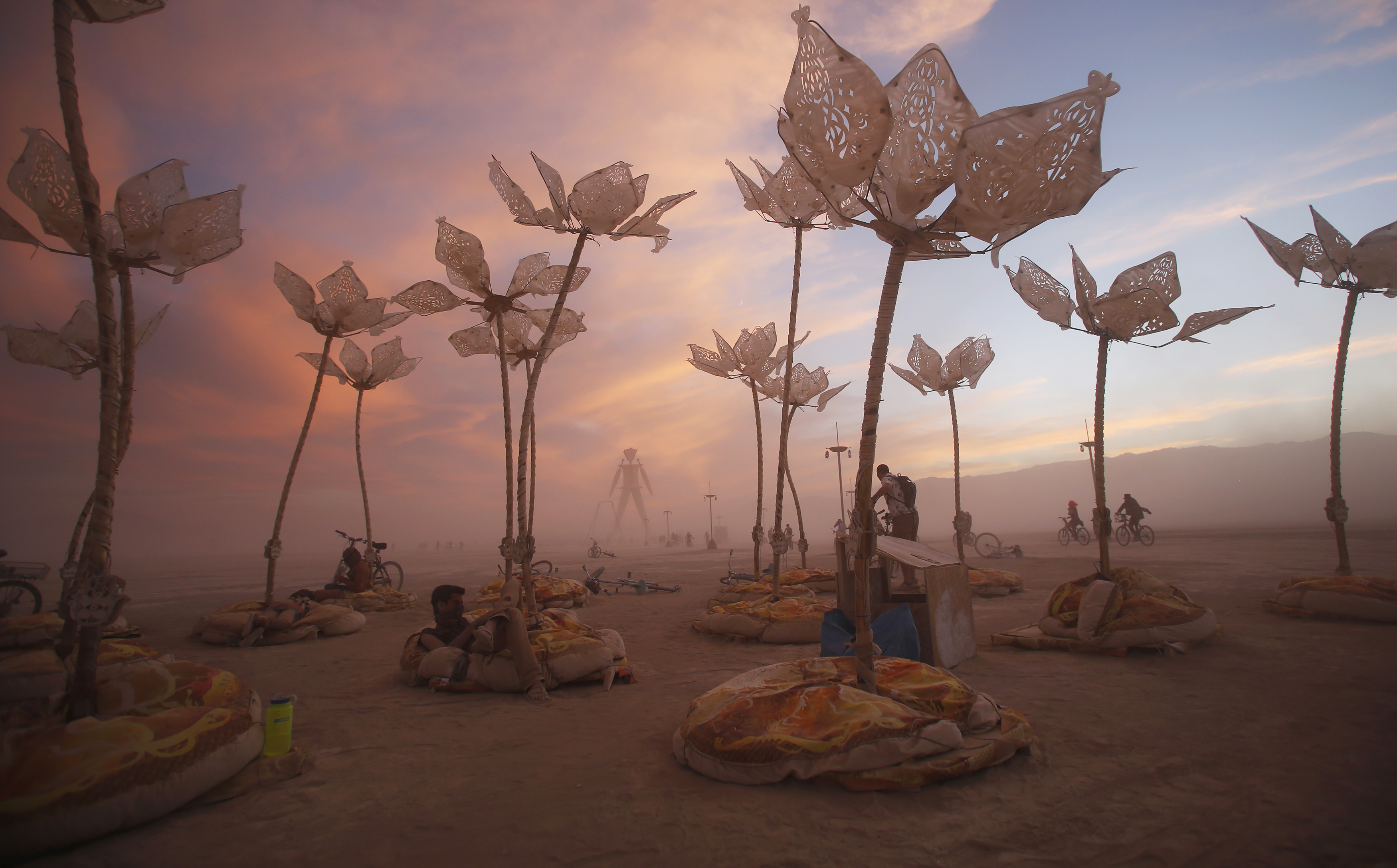 "The art installation Pulse & Bloom is seen during the Burning Man 2014 ""Caravansary"" arts and music festival in the Black Rock Desert of Nevada, August 29, 2014. Over 65,000 people from all over the world have gathered at the sold out festival to spend a week in the remote desert cut off from much of the outside world to experience art, music and the unique community that develops. Picture taken August 29, 2014. REUTERS/Jim Urquhart (UNITED STATES - Tags: SOCIETY TPX IMAGES OF THE DAY)  FOR USE WITH BURNING MAN RELATED REPORTING ONLY. FOR EDITORIAL USE ONLY. NOT FOR SALE FOR MARKETING OR ADVERTISING CAMPAIGNS. NO THIRD PARTY SALES. NOT FOR USE BY REUTERS THIRD PARTY DISTRIBUTORS - RTR44CLY"