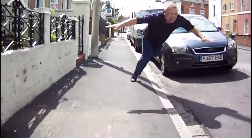 a-brief-overanalysis-of-that-road-rage-video-where-that-guy-smashes-his-face-on-a-pavement-606-body-image-1438600558