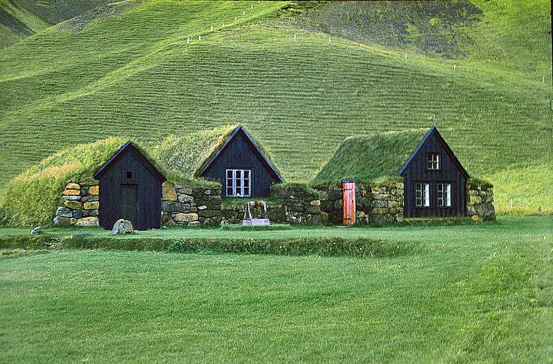 800px-Grassodenhäuser