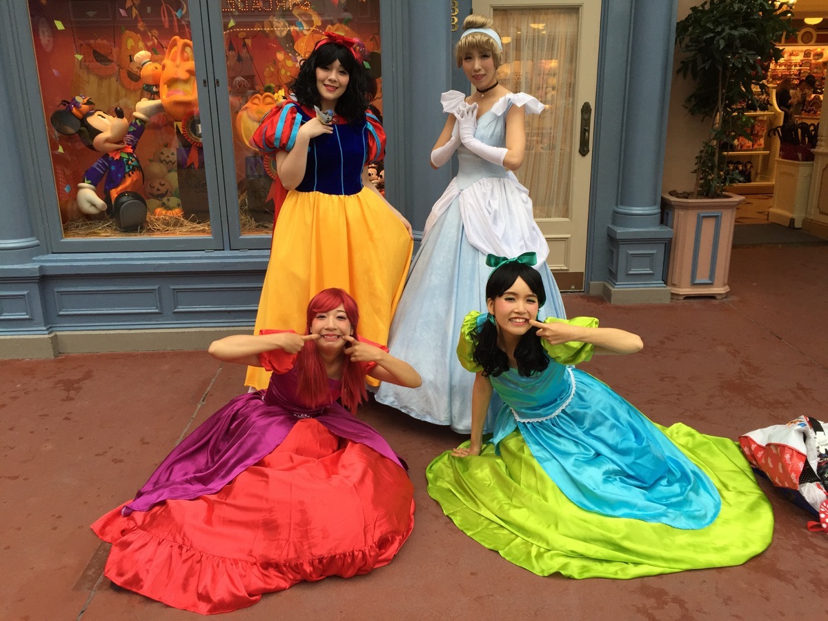 Places You Have To Visit In The Us I Went To Tokyo Disneyland Cosplay Day And It Was