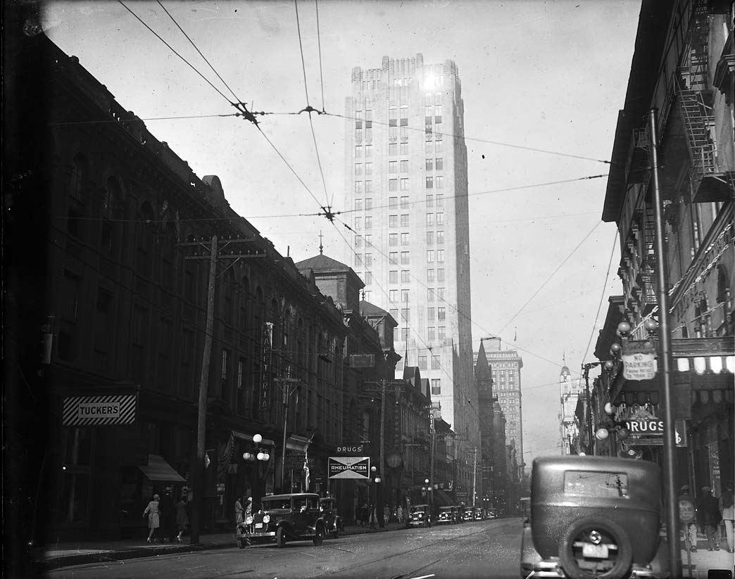 1930s_Toronto_KingStreetWnearYork