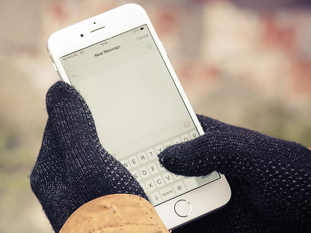 Last chance to get these knitted touchscreen gloves for just $10