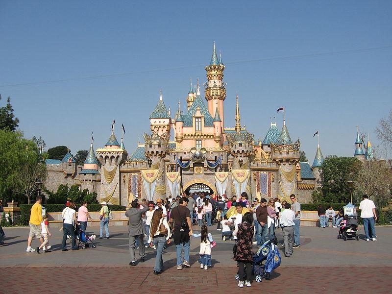 800px-Castillo_de_Disneyland