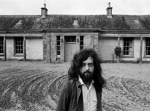 Jimmy-Paige-at-the-Boleskine-House