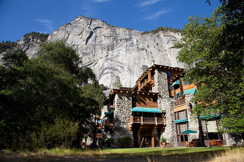 800px-Ahwahnee_Hotel-3
