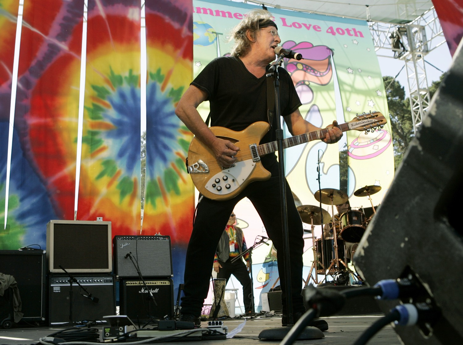 "Paul Kantner on stage at the ""Summer of Love"" 40th anniversary concert at Golden Gate Park in San Francisco, 2007.  REUTERS"