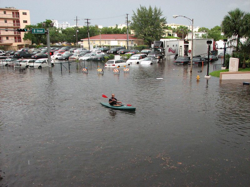 South_Beach_flood,_kayak_in_street