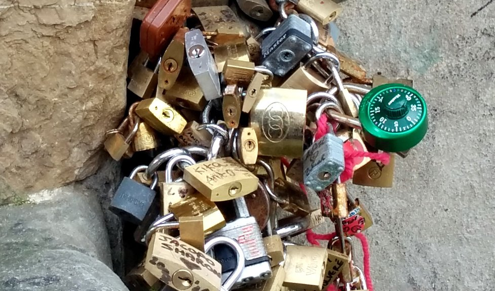 Love Picking: Locksport meets love locks