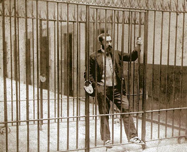 Sabino_Arana_in_Larrinaga_prison,_1895