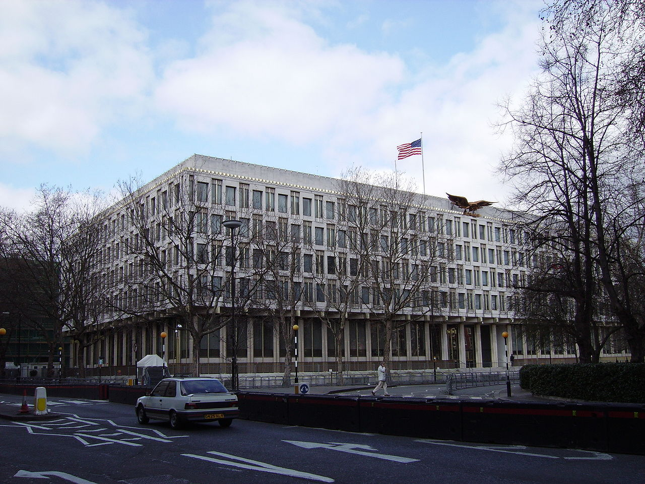 1280px-US_Embassy_London_view_from_SE