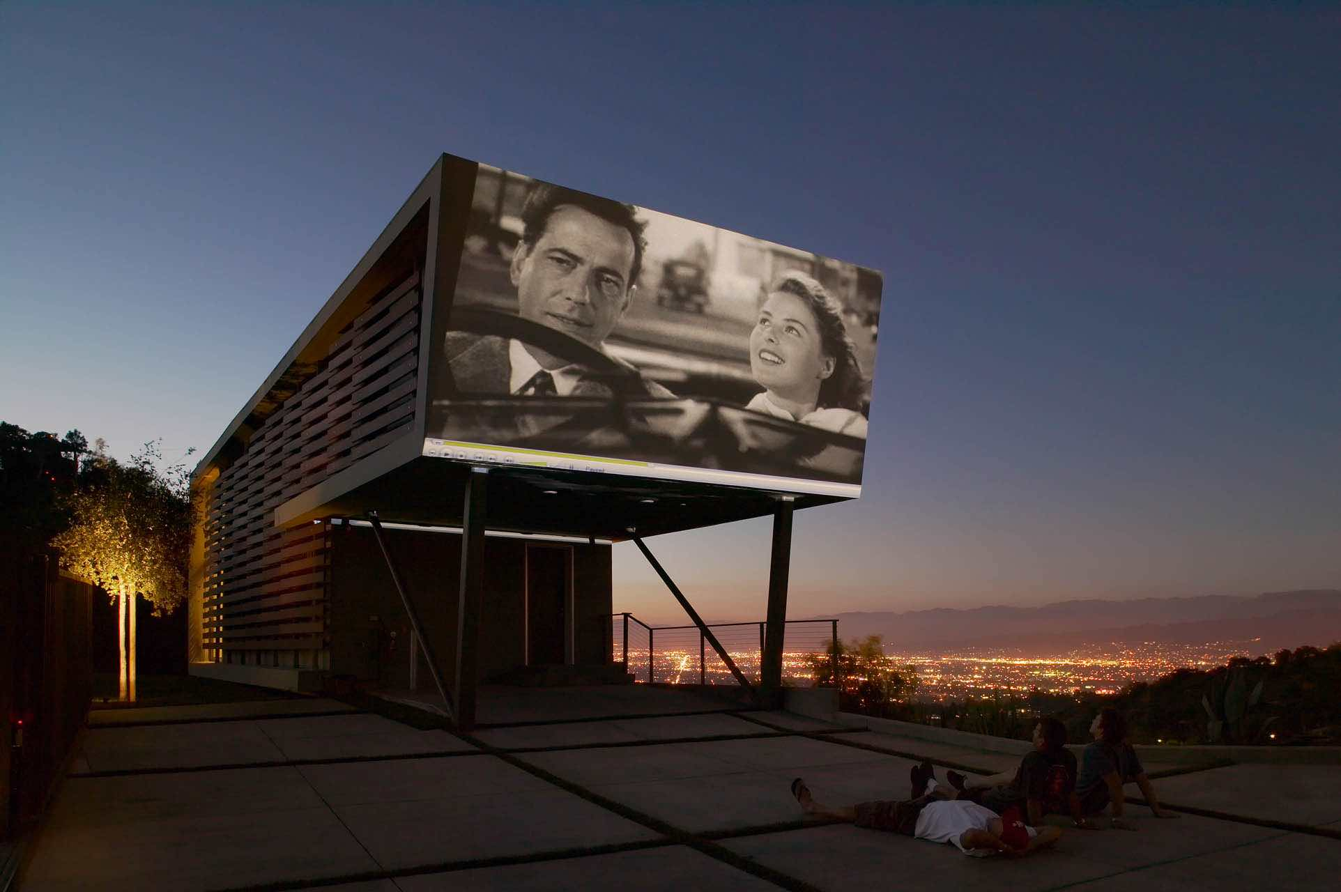 Incredible Hollywood Home With Outdoor Movie Theater Boing Boing