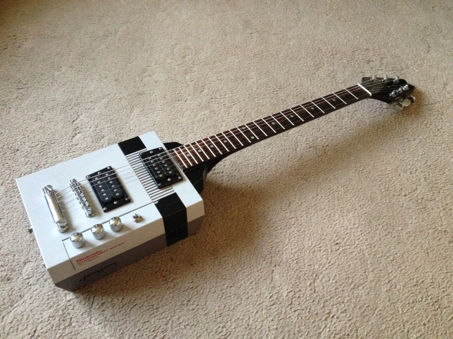 the nes paul a guitar made from a nintendo boing boing. Black Bedroom Furniture Sets. Home Design Ideas