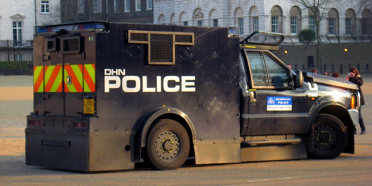 1200px-Met-police-armoured-truck