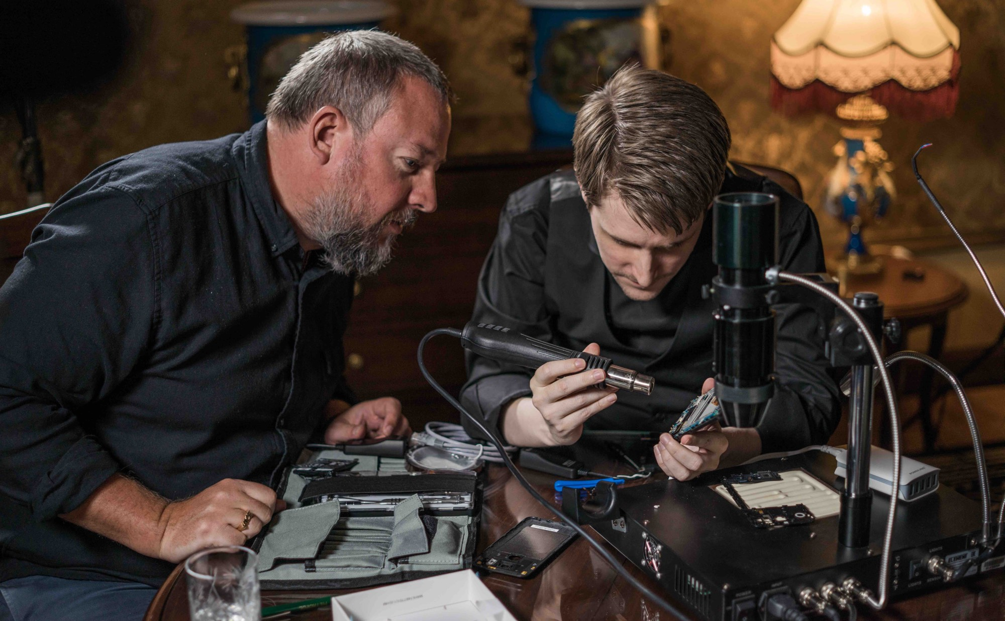 Edward Snowden shows VICE founder Shane Smith how to make a smartphone go black. Jake Burghart for VICE on HBO.