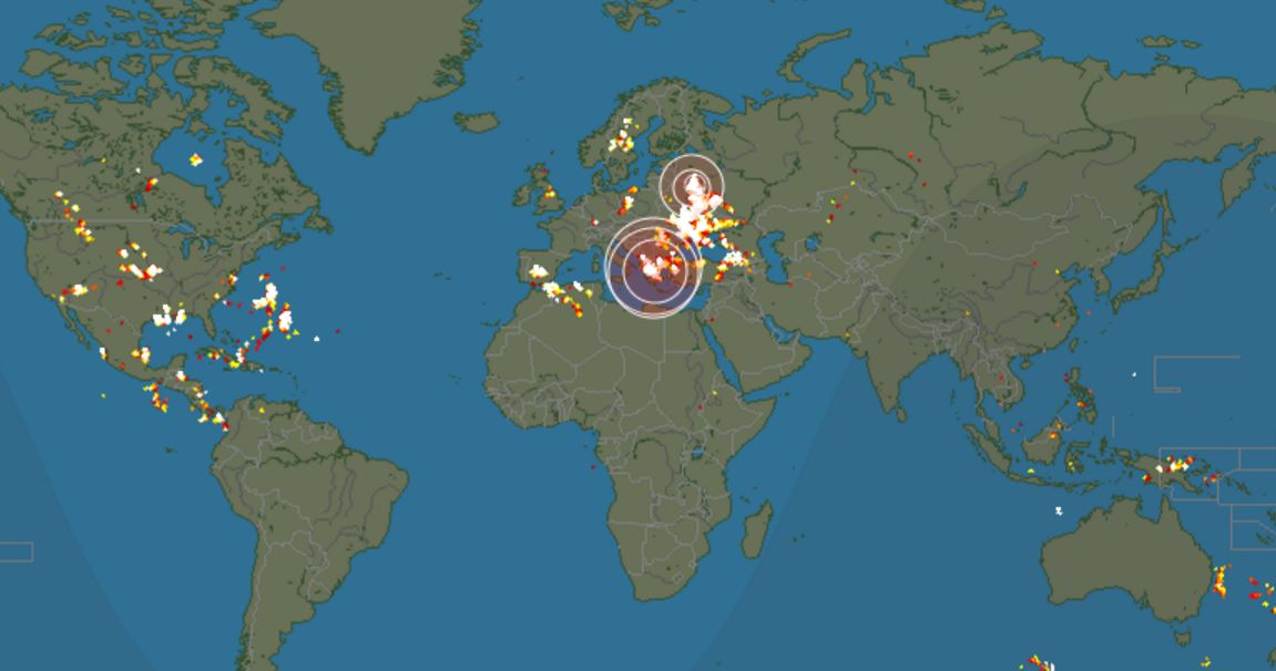Real Time Lightning Strike Map Strangely satisfying realtime lightning strike map / Boing Boing