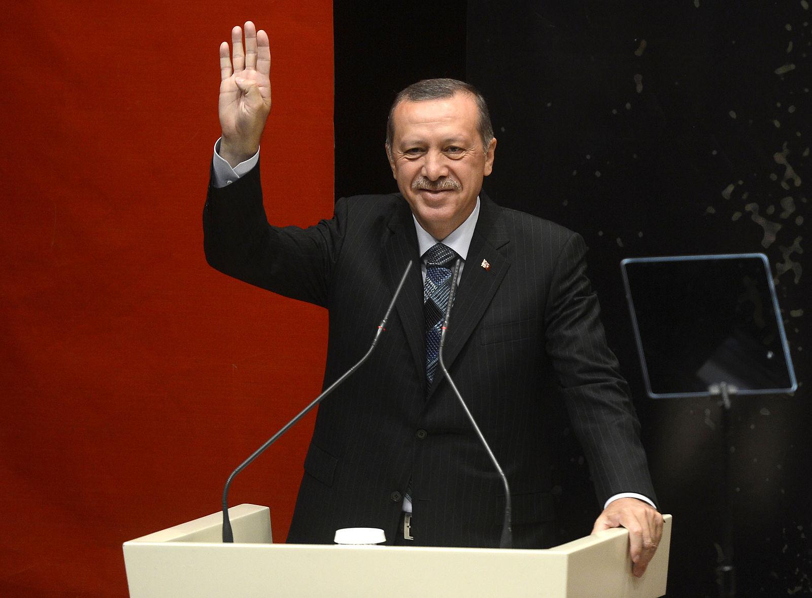 Erdogan_gesturing_Rabia (1)