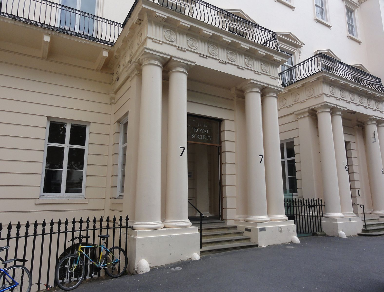Royal_Society_entrance (1)