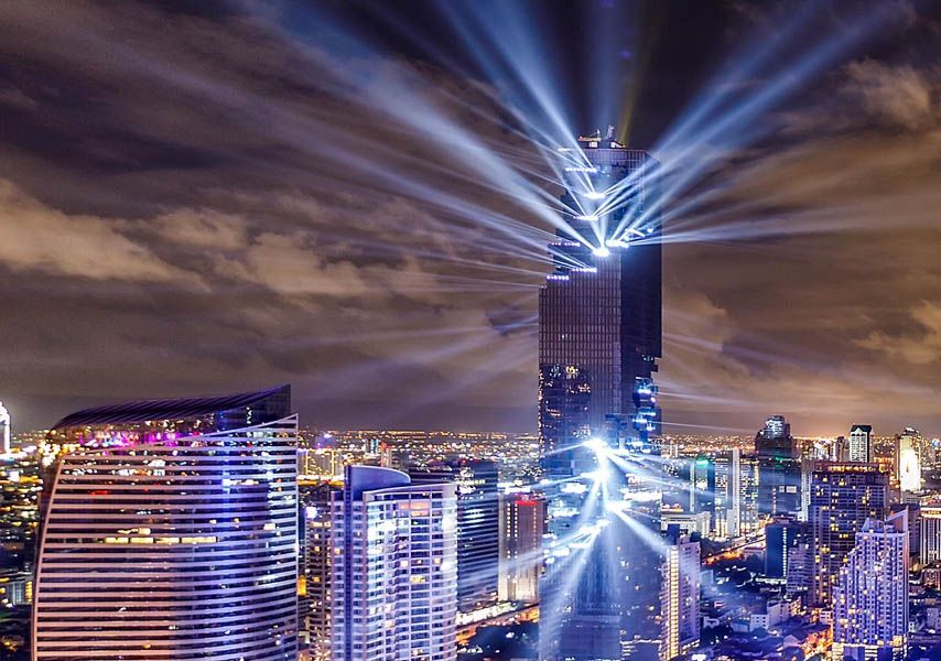 """Glitchy"" skyscraper debuts with spectacular light show"