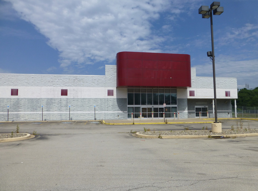 Why Circuit City Abandoned Its 700 Stores Boing