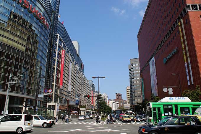 English: Watanabe-dori Avenue in Chuo-ku, Fukuoka City, Fukuoka Prefecture, Japan. Image: JKT-c/Wikimedia