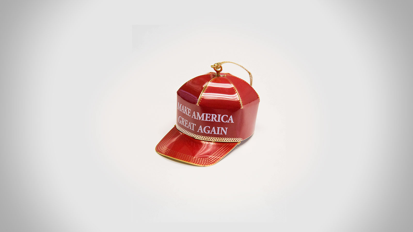funny reviews pile up for donald trumps dreadful 150 christmas tree ornament