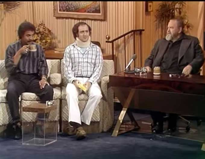 Orson Welles interviews Andy Kaufman (1982)