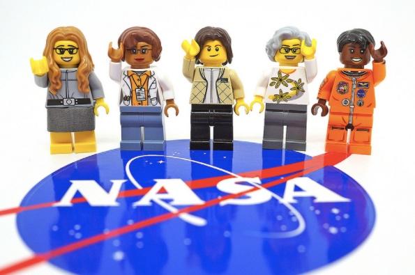 "Lego announces ""Women of NASA"" minifigs / Boing Boing"