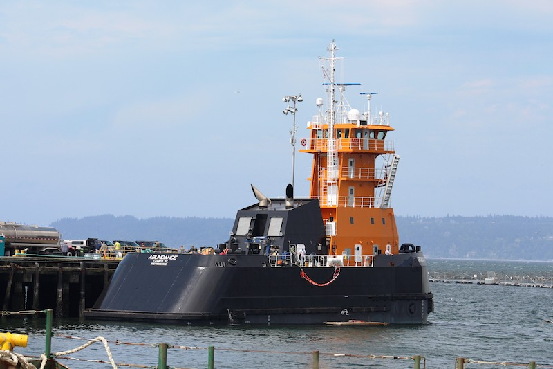 Stuck horn on a tugboat keeps Everett, WA up all night