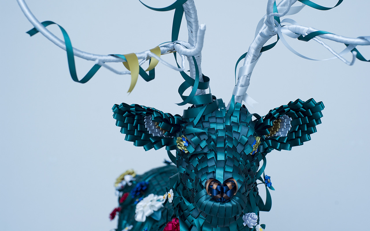 Beautiful sculptures made entirely of ribbon