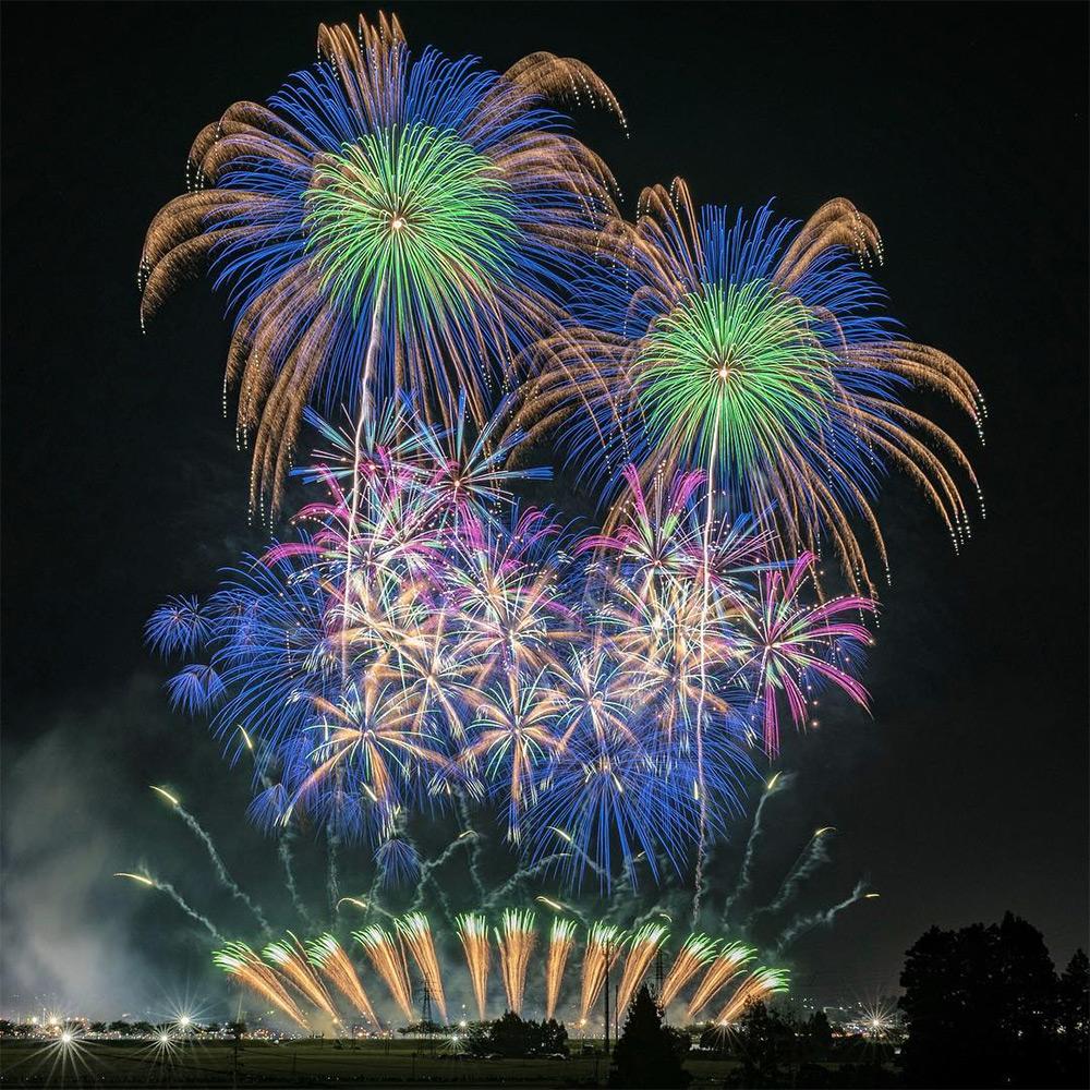 Spectacular shots of Japanese summer fireworks / Boing Boing