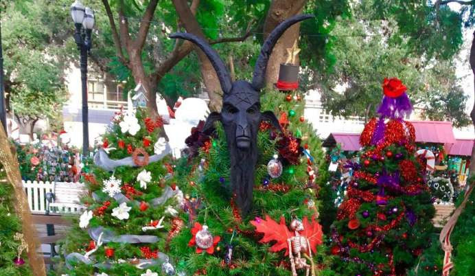 Christmas In The Park San Jose.Christmas Is Under Attack Vandals Steal Satanic Temple S