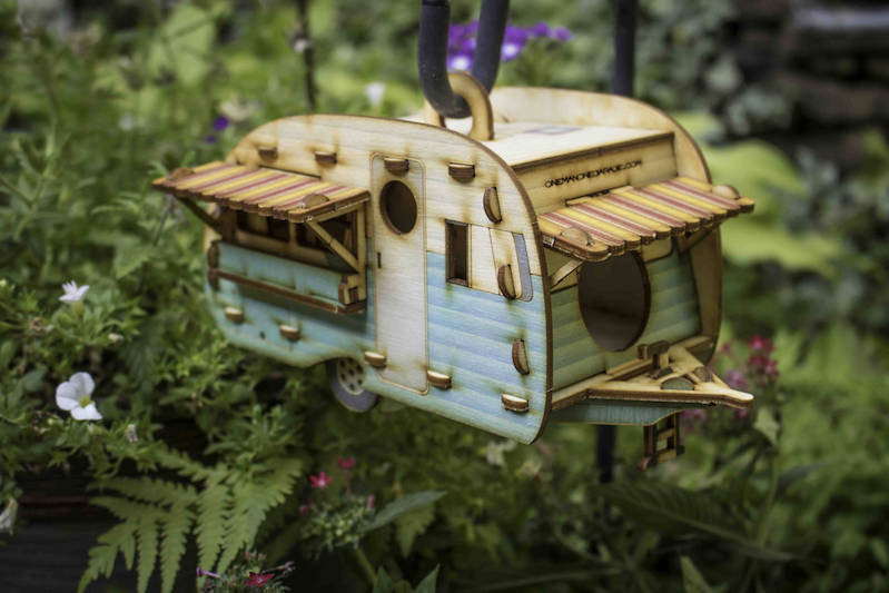 Charming birdhouses that look like retro camping trailers