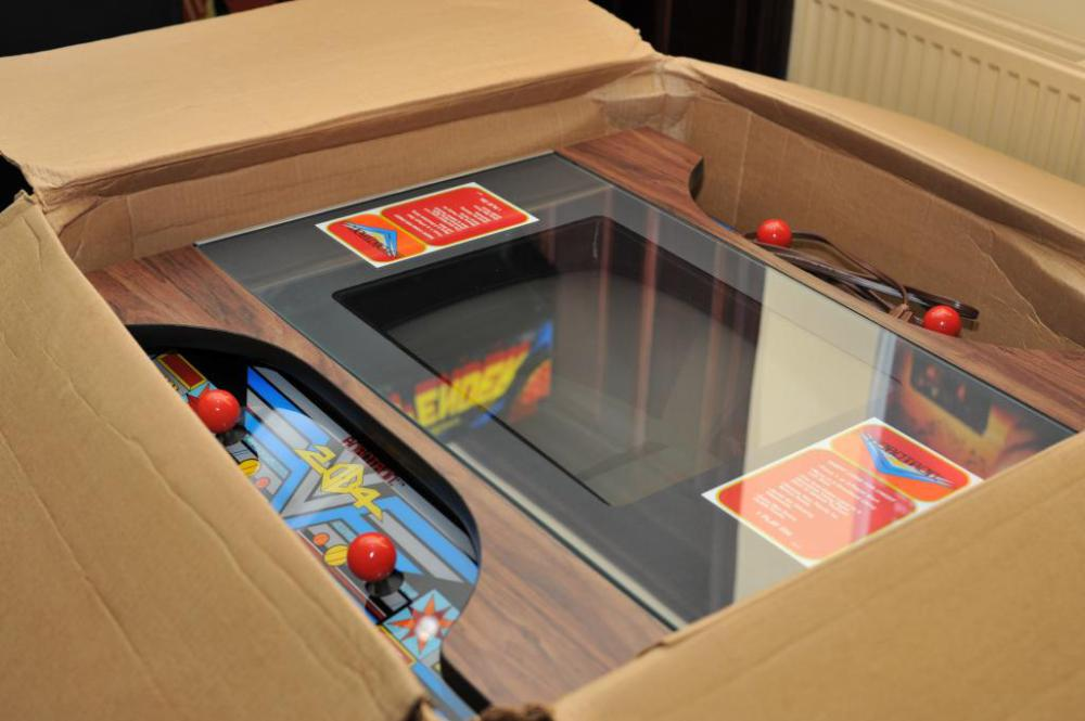New, unusued Robotron cabinet found still in the box / Boing