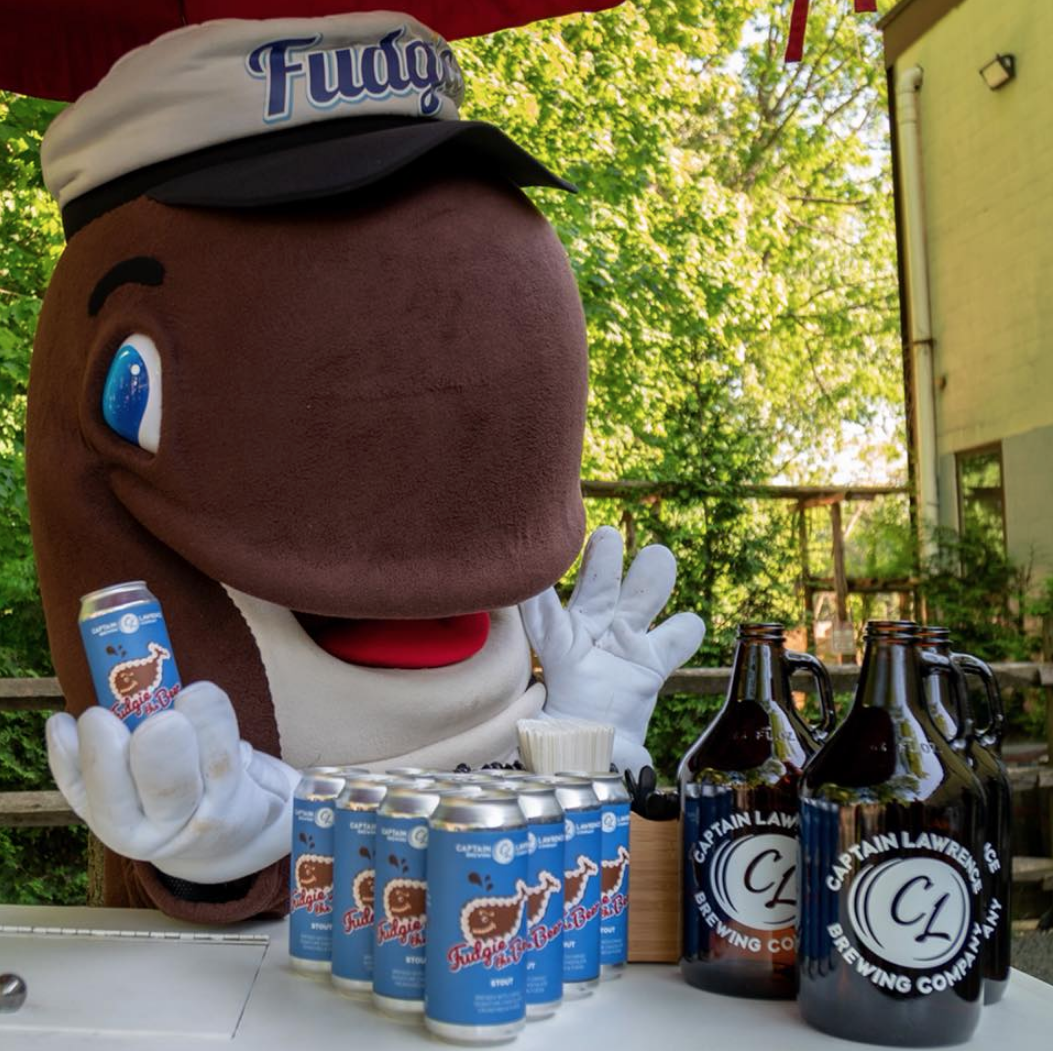 a440097947e Carvel s Fudgie the Whale ice cream cake is now also a beer   Boing ...